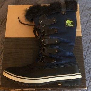 Sorel Tofino Nylon boots, size 10 with box